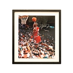 Michael Jordan Chicago Bulls Autographed 16x20 Framed Photo (Upper Deck)
